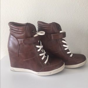 Steve Madden Leather Wedge Sneaker: Style Lleve